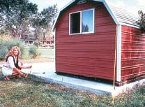 Укрепление легких щитовых домиков с помощью грунтовых анкетов Манта Рей