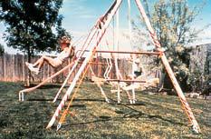 Укрепление детских качелей с помощью грунтовых анкеров Manta Ray